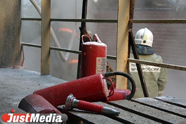 В Каменске-Уральском при пожаре в многоквартирнике эвакуированы четверо взрослых и ребенок