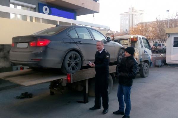 Судебные приставы забрали у екатеринбурженки, задолжавшей по кредитам 2 миллиона рублей, BMW