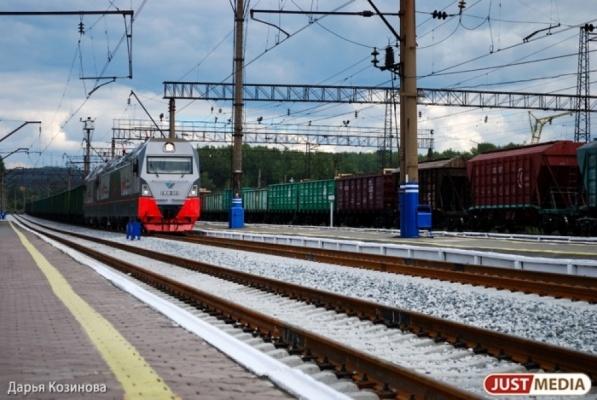 Свердловские дети стали чаще играть на железнодорожных путях и подкладывать на рельсы различные предметы