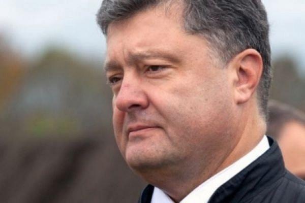 Порошенко осудил нападение на генконсульство Польши в Луцке