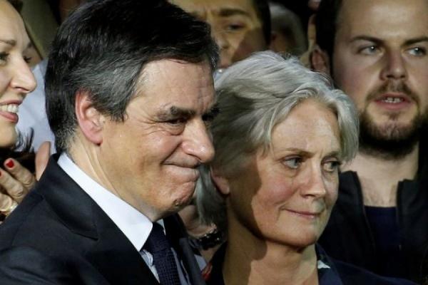 Жене Франсуа Фийона были предъявлены обвинения