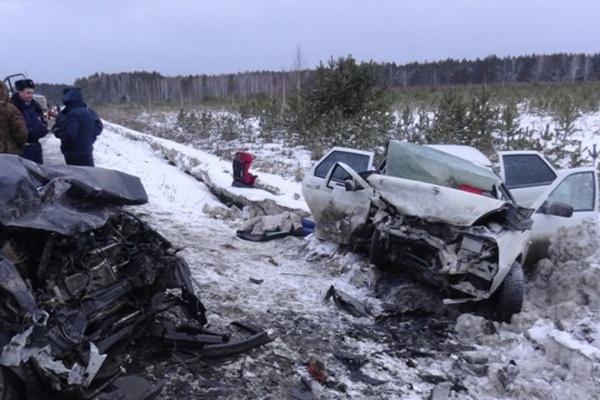 Мартовский снегопад унес жизни шести человек на свердловских дорогах