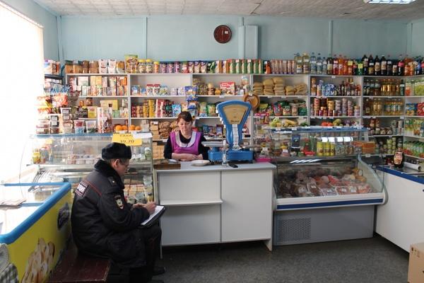 В Новой Ляле мужчины «в шутку» ограбили сельский магазин, угрожая продавцу муляжом гранаты
