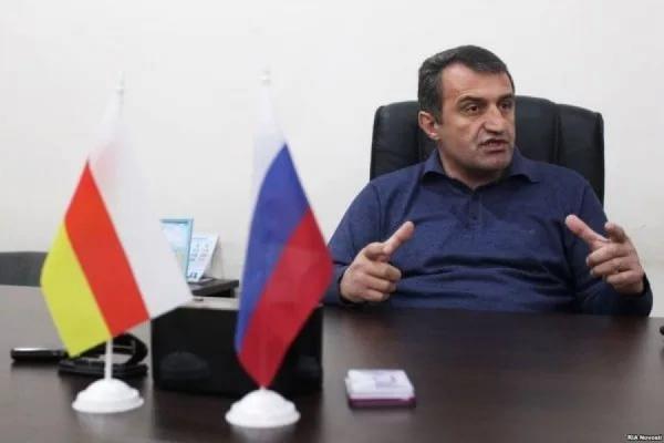 Анатолий Бибилов лидирует на выборах президента Южной Осетии
