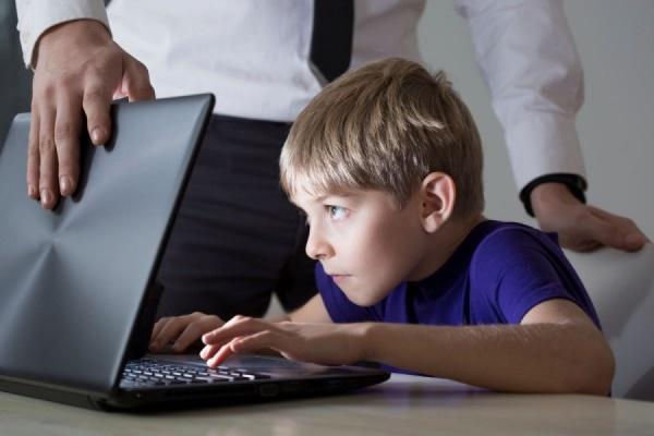 Почти две трети россиян поддержали запрет соцсетей для детей до 14 лет