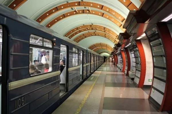 Число жертв теракта в метро Петербурга выросло до 15