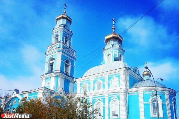 ОМОН и кинологи собаками перед Пасхой обследуют храмы Свердловской области