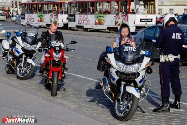 Уральские автоэксперты – про езду мотоциклистов между рядов: «Байкеры нарушают правила и говорят: «Давайте изменим ПДД под нас!»