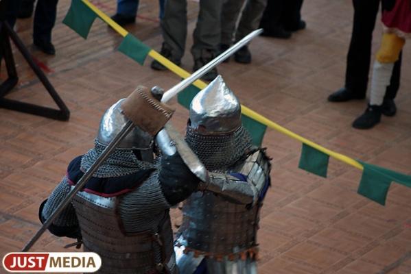 Екатеринбуржцев научат историческому фехтованию и потестят на знание географии города