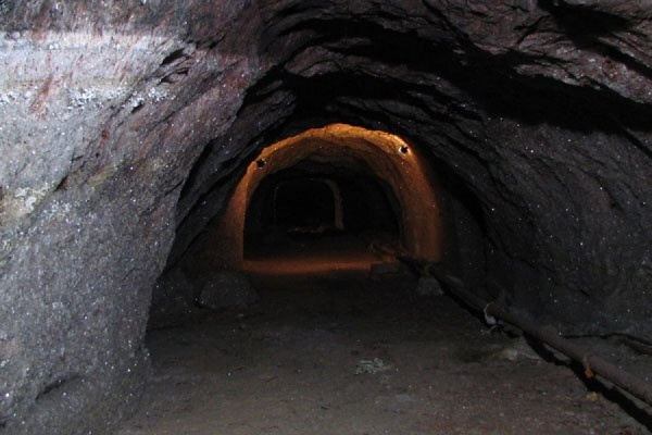 2-х шахтеров отыскали живыми спустя сутки после обвала вКыргызстане