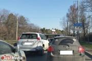 Из-за нескольких ДТП и ремонтных работ Объездная улица в Екатеринбурге превратилась в сплошную пробку