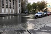 Вода подступает к резиденции губернатора! В центре Екатеринбурга случился потоп