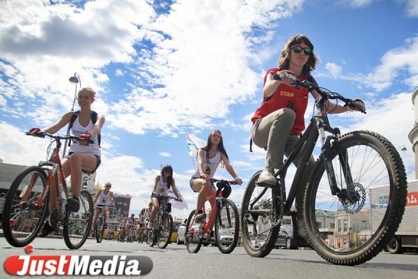 Экологически чистые трассы и танцы под «Битлз». JustMedia узнал секреты Майской велопрогулки