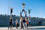 Пирамиды, выбросы и кувырки. Уральские черлидеры из Fenomen-A вышли на Плотинку со своими лучшими трюками