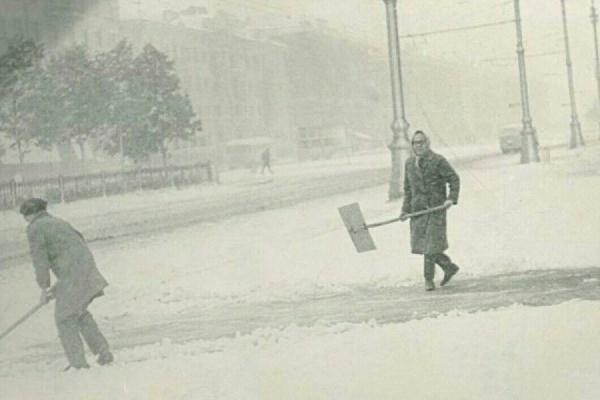 «Не до нытья было». В июне 1967 года уральские улицы занесло снегом