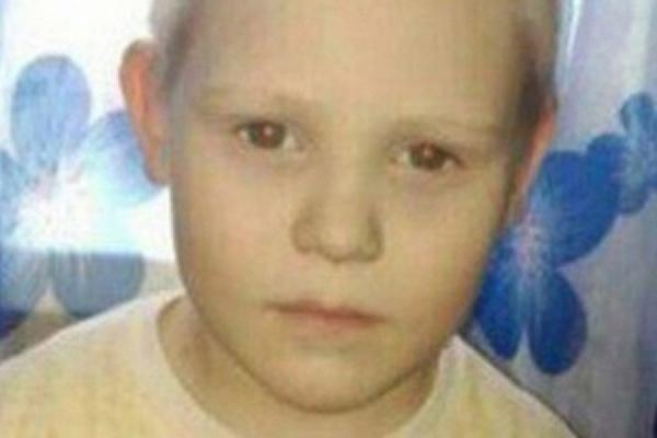 «Пил из болота, ел траву». Найденного в лесу четырехлетнего Диму Пескова доставили в больницу Асбеста