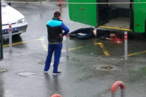 Фото смертоносного  ДТП вЕкатеринбурге: автобус проехал поголове мужчины