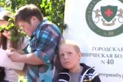 «Он снова хочет на рыбалку». Четырехлетний Дима Песков, блуждавший по лесу пять дней, вышел из больницы