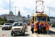 Две Subaru парализовали движение трамваев по Ленина. ФОТО