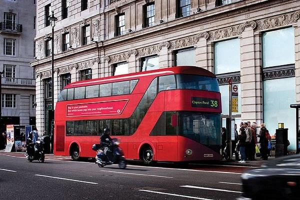 Автомобилист протаранил группу молодых людей наюге Лондона