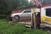 Уральские приставы конфисковали Mercedes должника, находившийся «в плену» у автосервиса
