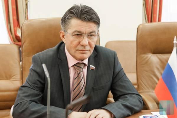 Соавтор Иры Яровой Виктор Озеров уйдет споста руководителя комитета вСовфеде