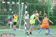 Антон Шипулин и благотворительный фонд «Общество Малышева 73» открыли футбольный корт в Юго-Западном районе