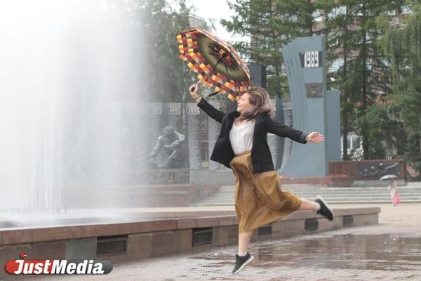Фотограф Анна Кинева: «Облачная погода выглядит кинематографично». В Екатеринбурге пасмурно и дождь. ФОТО, ВИДЕО