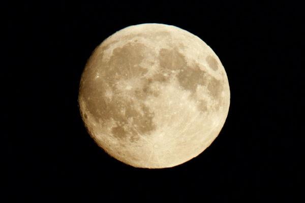 Сегодня россияне смогут наблюдать частичное лунное затмение