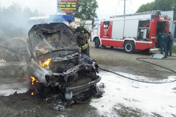 ВЕкатеринбурге назаправке взорвалась машина: имеется пострадавший
