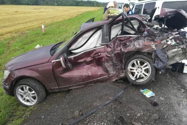 НаУрале случилось тройное ДТП сучастием фургона: пострадали 4 ребенка