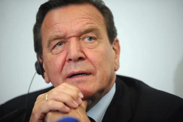Шредер стал русским солдатом вглазах генерального секретаря партии ХСС