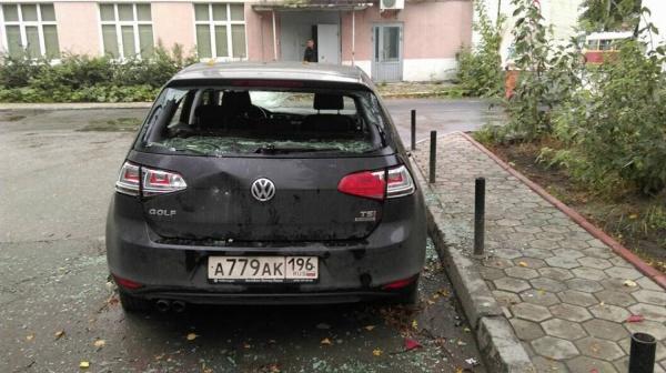 Коммунальные войны. Хулиганы изуродовали рабочую машину управляющей компании Екатеринбурга