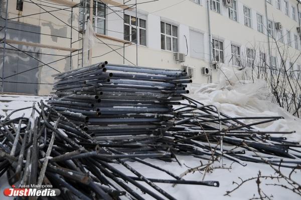 В Екатеринбурге приступили к реставрации фасадов жилых домов по основным маршрутам ЧМ по футболу