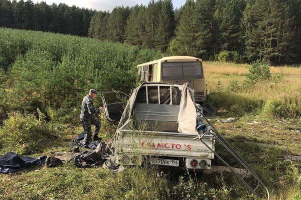 Авария с фургоном наУрале убила одного человека
