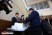 Евгений Куйвашев проголосовал и пообещал екатеринбурженке отремонтировать дом. ФОТО