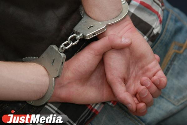 В Кольцово задержали преступника, находившегося в федеральном розыске