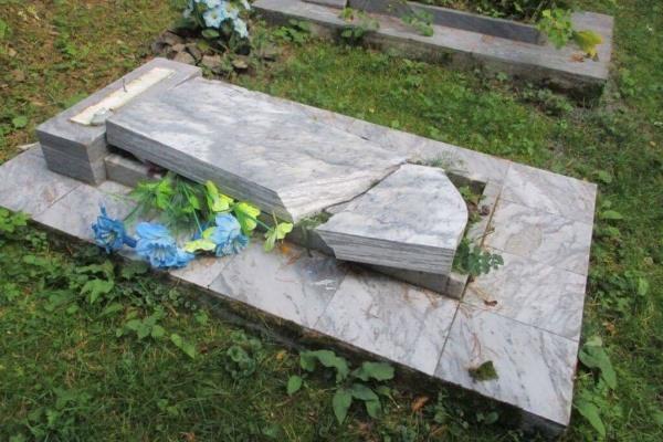 Под Нижним Тагилом дети сломали 11 надгробных монументов