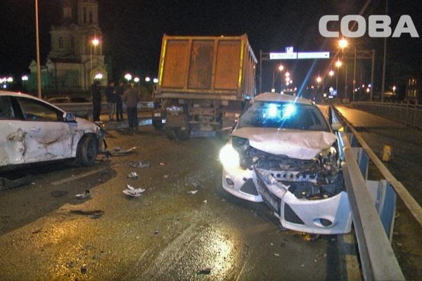 Крупное ДТП вВерхней Пышме: столкнулись три машины ибольшегруз