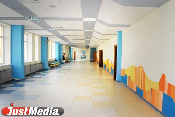 Вшкольной столовой Екатеринбурга обвалился потолок