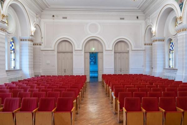 Епархия продолжает бороться за здания колледжей и концертный зал
