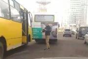 На Ботанике на улице Белинского столкнулись два автобуса. ВИДЕО
