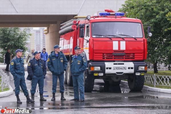 В Екатеринбурге на охраняемой парковке сгорели 5 иномарок