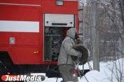 В Екатеринбурге во дворе дома на Машиностроителей сгорела дорогая иномарка