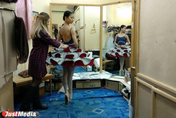 В Екатеринбургском оперном театре балерины репетируют бразильский сериал со сценами немого кино. ФОТО