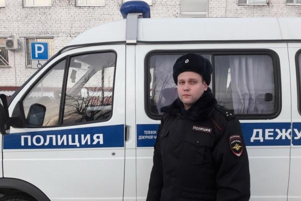 На Урале полицейский в ТРЦ случайно задержал преступника в розыске. В ходе импровизированной спецоперации пострадала витрина и несколько авто