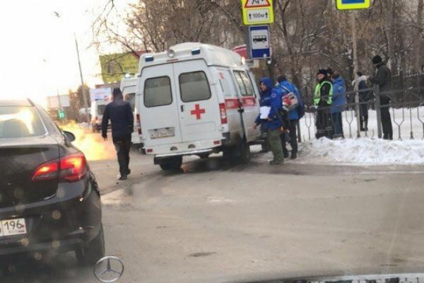 В Екатеринбурге скорая и иномарка не поделили дорогу. ВИДЕО