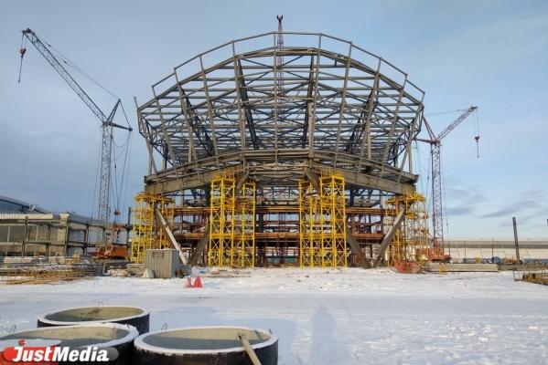 Смотрим на «остов корабля» будущего конгресс-холла за 2 млрд рублей, который возводят возле МВЦ «Екатеринбург-ЭКСПО». ФОТО