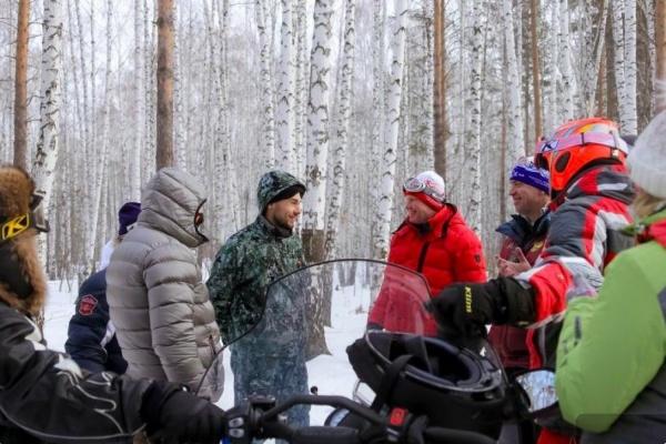 Куйвашев вместе с олимпийскими чемпионами и министрами прокатился на снегоходах до будущего Центра зимних видов спорта. ФОТО