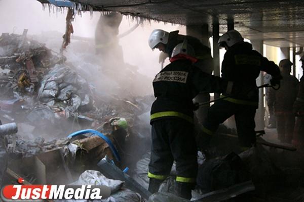 В Екатеринбурге горел мусор в коллекторе